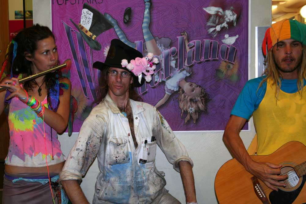 alice-wonderland-CBD Gallery Brisbane-oppening-2007-Jared Lyell